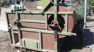 Maquina para limpiar grano antigua