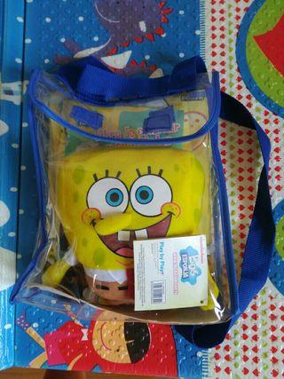 mochila con libro y muñeco Bob esponja