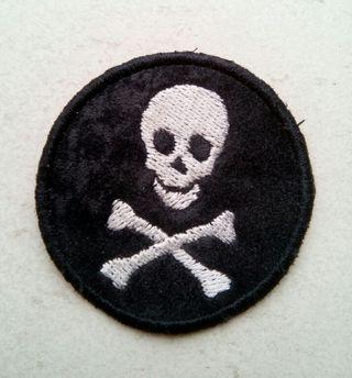 Parche bordado calavera pirata nuevo