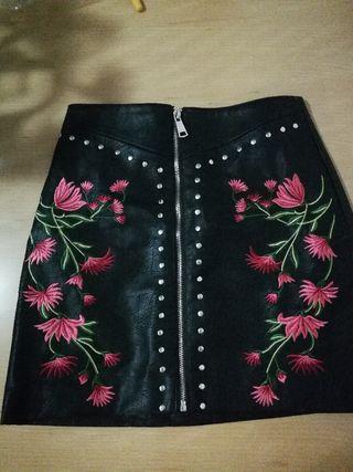 Falda Negra Cuero Con Flores