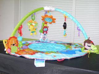 Manta y gimnasio musical de actividades para bebé