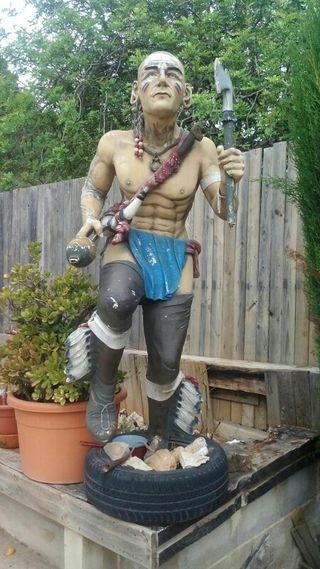 estatua indio guerrero