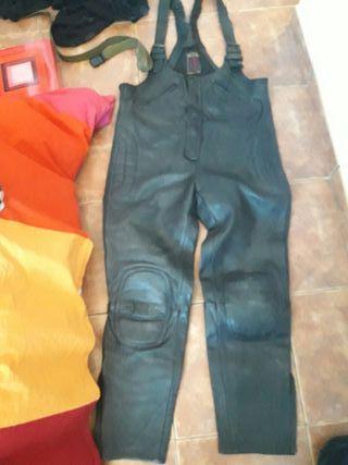 peto pantalon cuero moto clasico