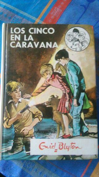 Los Cinco en la caravana.