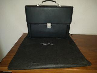 Elegante maletin ejecutivo Thierry Mugler.