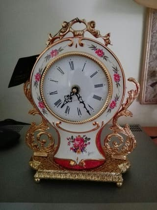 Reloj de pared y de mesa