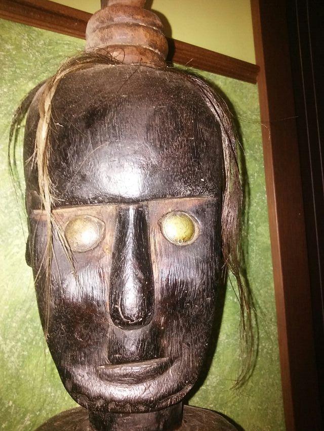 figura africana madera
