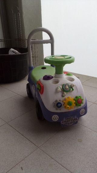 corre pasillos Buzz Lightyear