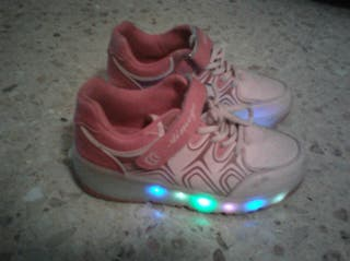 zapatillas de ruedas con luzes