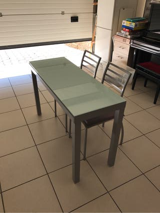 Mesa extensible y sillas