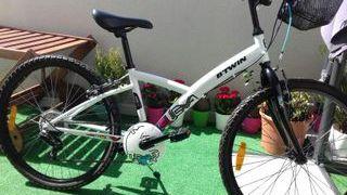 """Bicicleta 24"""" B'TWIN."""