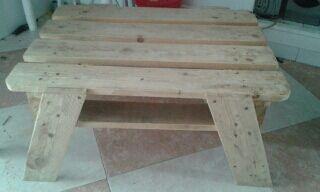 mesa de madera echa a mano con palet