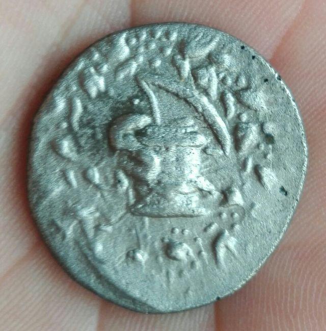 Moneda antigua de plata