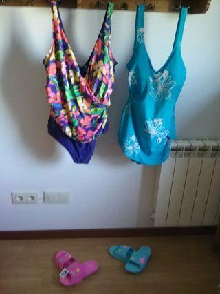 Bañadores señora y zapatillas playa o piscina.