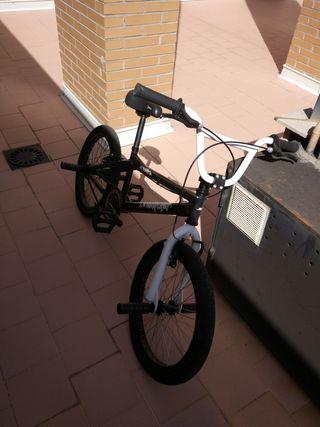 Bicicleta BMX Conor Skull