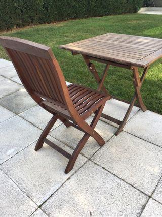 Mesa de teca de 80 con 4 sillas de teca a juego