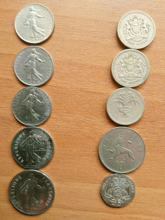 Monedas antiguas: Francesa e inglesa
