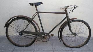 Bicicleta antigua para restaurar