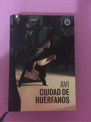 """Libro lectura """"Avi Ciudad de Huérfanos"""""""