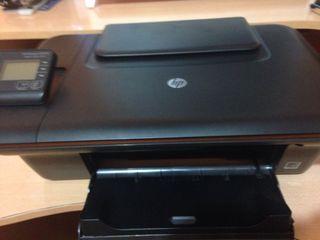 Ordenador sobremesa, impresora, teclado y ratón