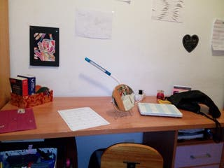 escritorio con cajones