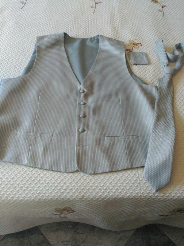 chaleto y corbata en gris plateado precioso nuevo