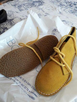 botas niños amarilla nuevas talla 27