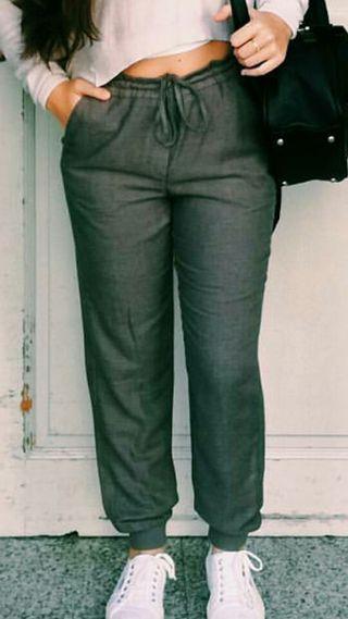 Pantalones Zara de segunda mano en Castelldefels en WALLAPOP 395bd53de75