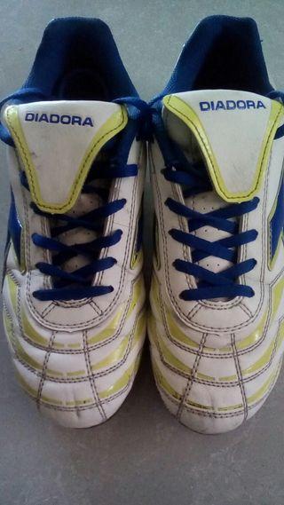 Dos pares de Botas de fútbol con tacos Diadora