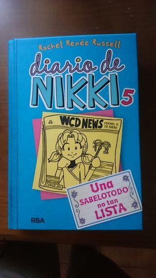 """Libro """"El diario de Nikki"""""""