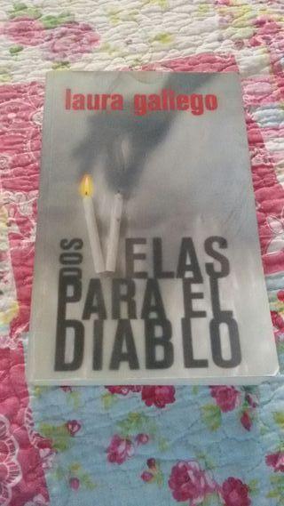 Libro Dos velas para el diablo, de Laura Gallego