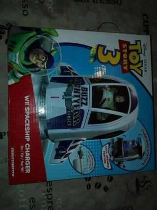 Cargador mandos y juego Toy Story para WII.