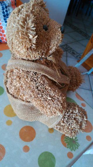 oso de rafia para decoración