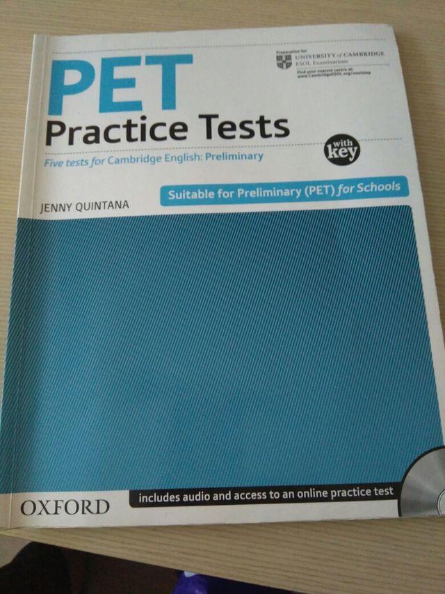 Libro inglés PET practice tests de segunda mano por 15 € en
