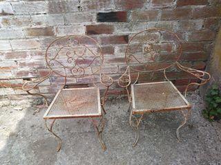sillas antiguas de jardin.