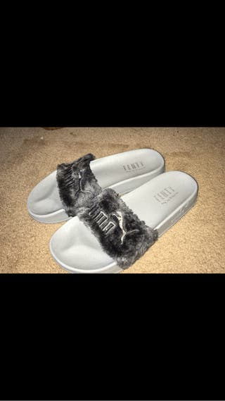 Rihanna puma sliders in grey