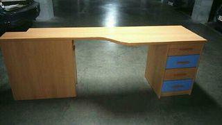 Mueble escritorio con cajonera y zapatero