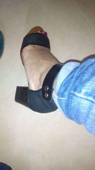 sandalia tacón