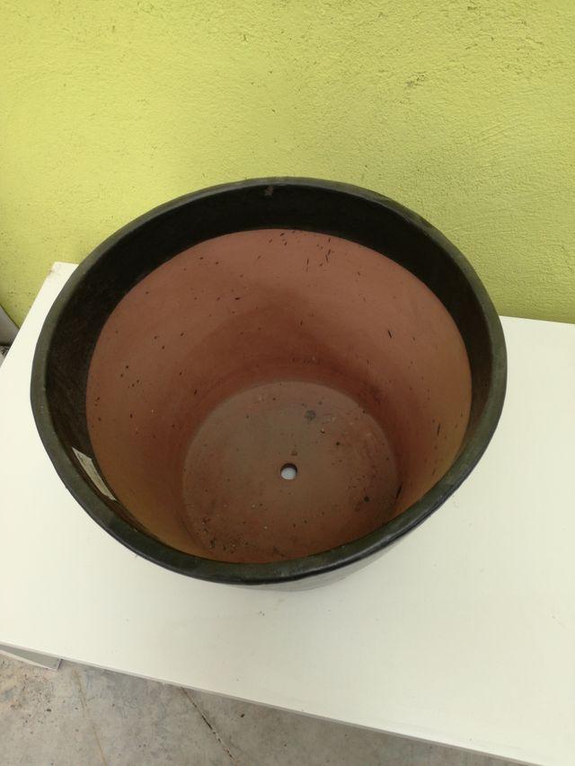 Maceta barro color negro