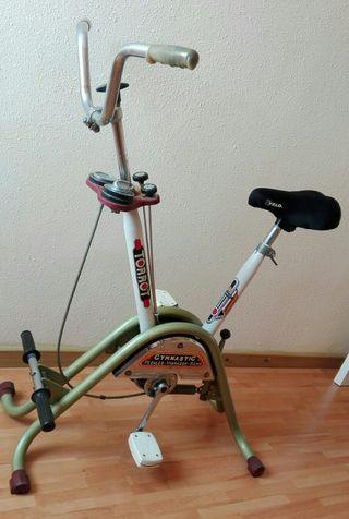 Bicicleta antigua estática