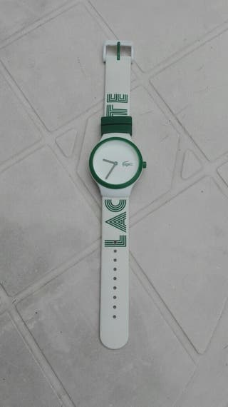 Reloj unisex marca Lacoste.