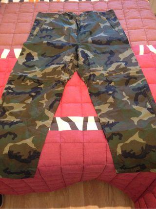 Pantalon militar impermeable