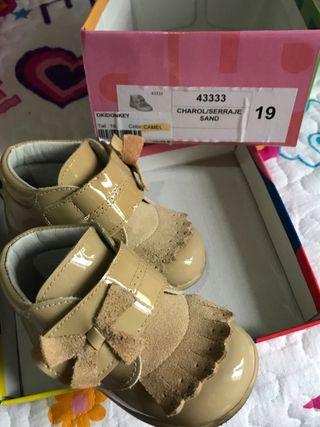 Zapatos charol bebe niña 19