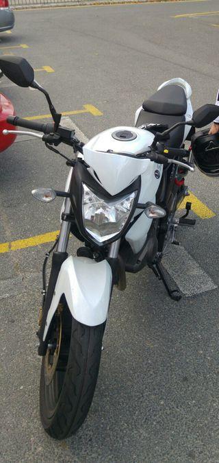 Moto naked Sym Wolf 125 400km
