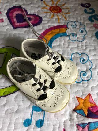 Zapato bebe niña charol 21