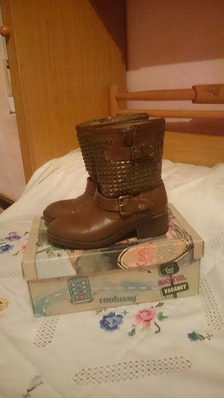 botas nuevas tachuelas preciosas