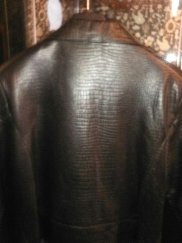 Chaqueta piel con cremalleras