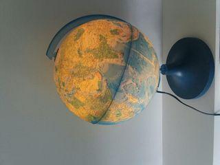 Bola del mundo iluminada