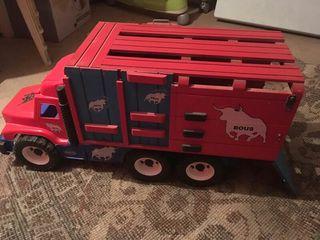 camion de toros de juguete
