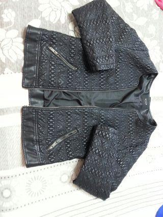 chaqueta l negra